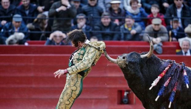 """""""Milagroso"""", habla torero tras sufrir increíbles cornadas"""