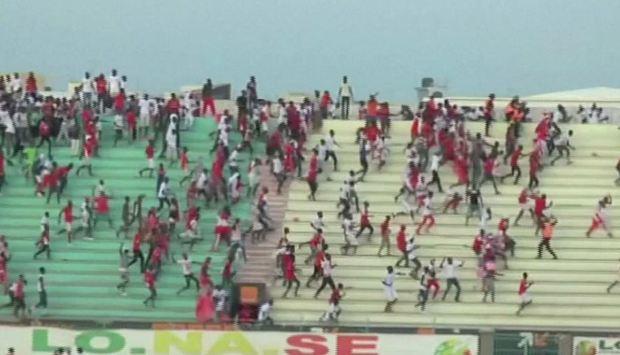 Mortal estampida humana en estadio de Senegal