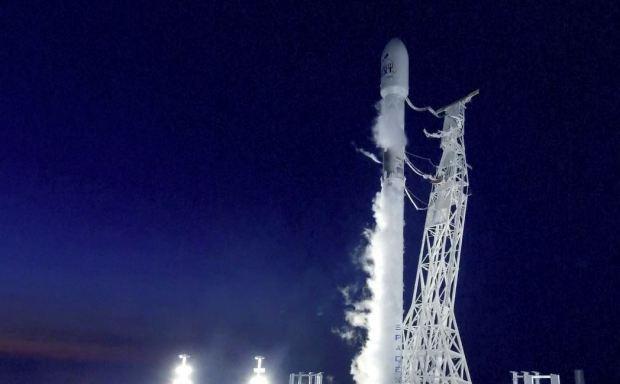 [TLMD - MIA] Vista del lanzamiento del cohete SpaceX desde su base
