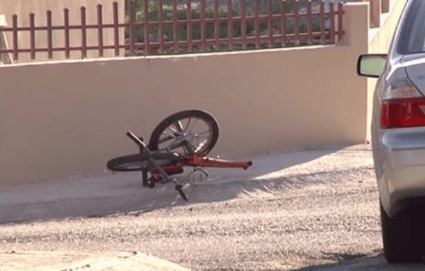 Grave menor tras chocar su bicicleta con auto en Guánica