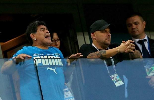 Maradona puso el show pero terminó indispuesto. ¿Qué le pasó?