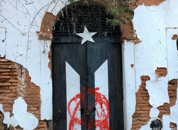 Amanece vandalizada bandera de Viejo San Juan
