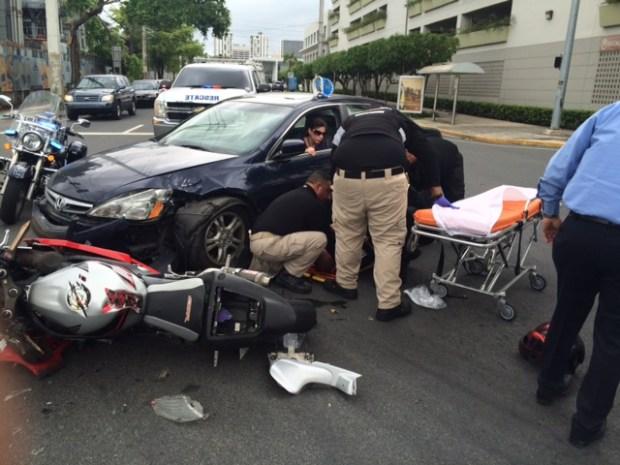 Fotos: Policía municipal sufre accidente en su motora