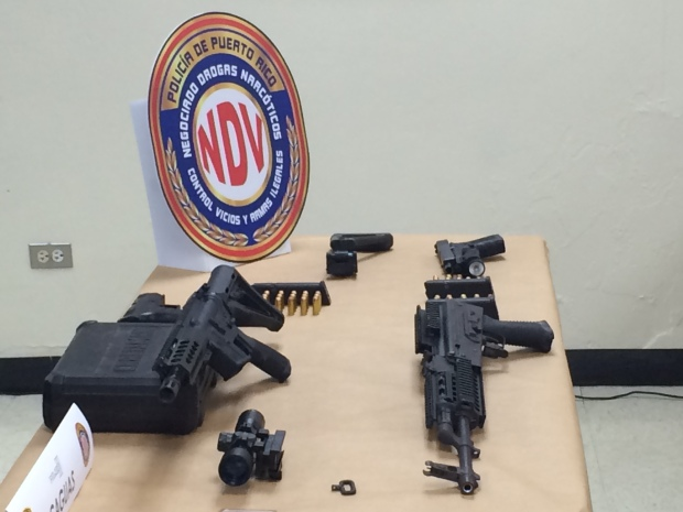 Fotos: Ocupan armas, municiones y celulares en Toa Baja