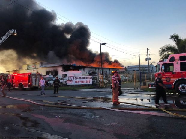 Fotos: Fuego de grandes proporciones en Bayamón