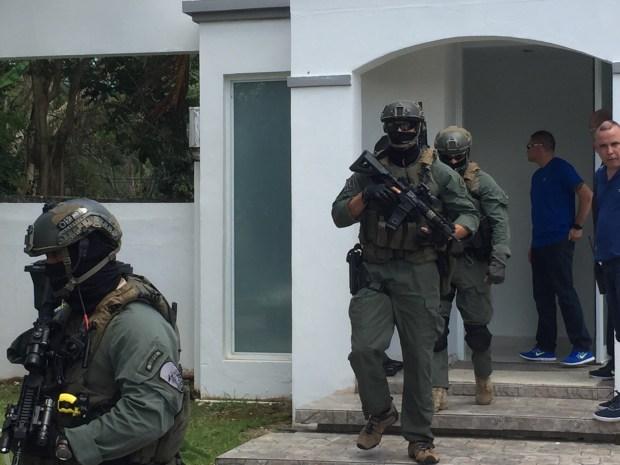 Arrestan a supuesto narco fugitivo en lujosa casa en Caguas