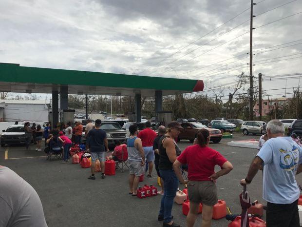Abarrotadas las gasolineras en Puerto Rico