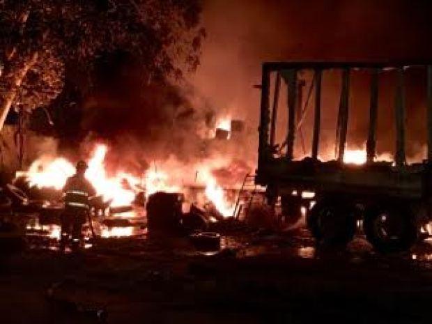 Voraz incendio consume tres negocios en Dorado
