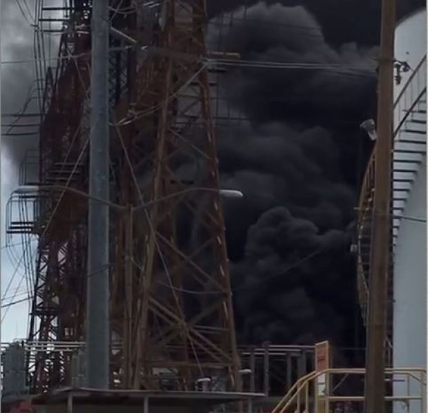 FOTOS: Fuego en Central Aguirre provocó apagón general