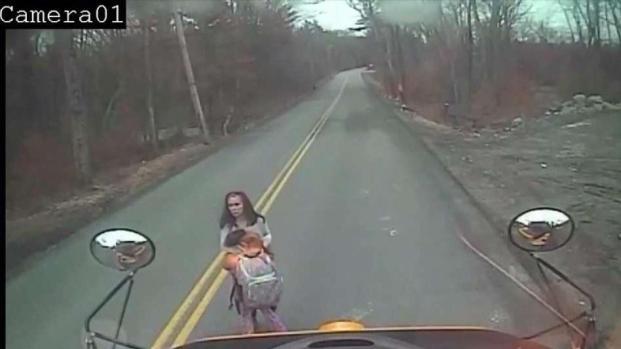 [TLMD - PHI] Madre e hija al borde del impacto fatal