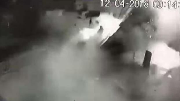 [TLMD - PR] Impresionante explosión en negocio de Manatí quedó grabada