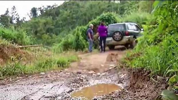 """[TLMD - PR] Comunidad en Corozal reclama vía """"destrozada"""""""