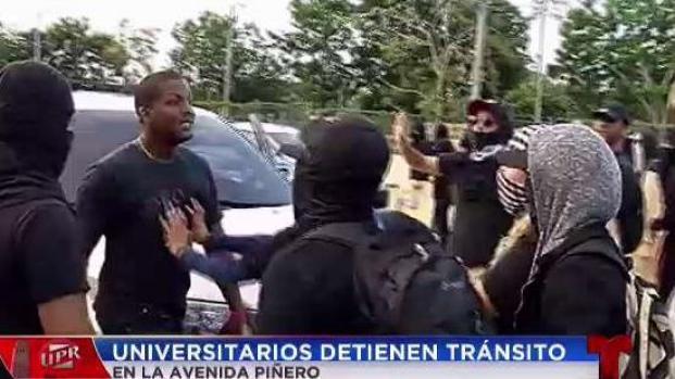 [TLMD - PR] Conductores se enfrentan a encapuchados que bloquearon el tránsito