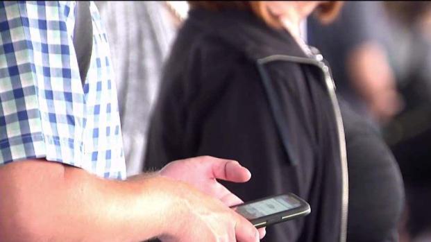 [TLMD - PR] Estudio: uso de celular provoca espuelones en el cuello