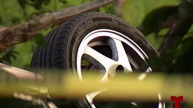 [TLMD - PR] Hallan cuerpo de mujer muerta dentro de auto