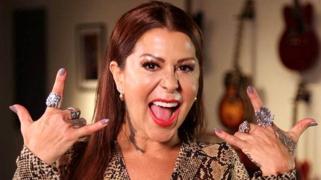 Alejandra Guzmán hace tributo al rock de los 90