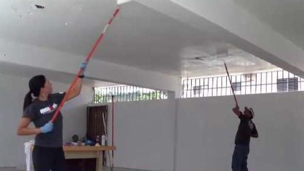 Atletas remodelan escuela