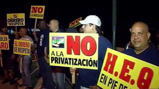 De protesta empleados de la Autoridad de Transporte Marítimo