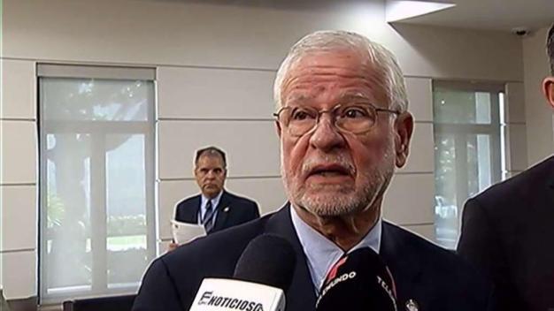 Héctor Pesquera admite falla en sistema de horas extras