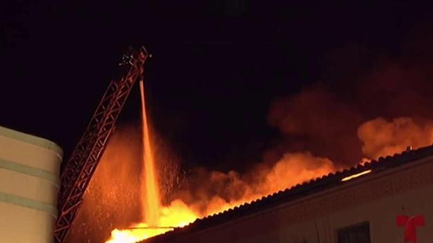 Incendio consume varias estructuras en Ponce