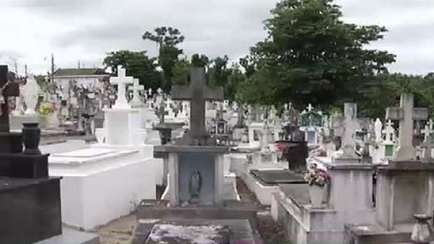 Lareños reclaman respeten a sus familiares fallecidos