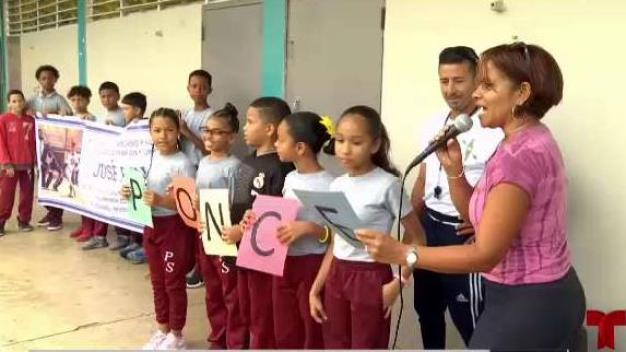 Bonito recibimiento a José Ponce en escuela de Carolina