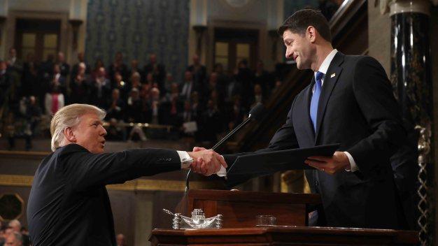 Congreso asigna fondos al muro y amplía gasto militar
