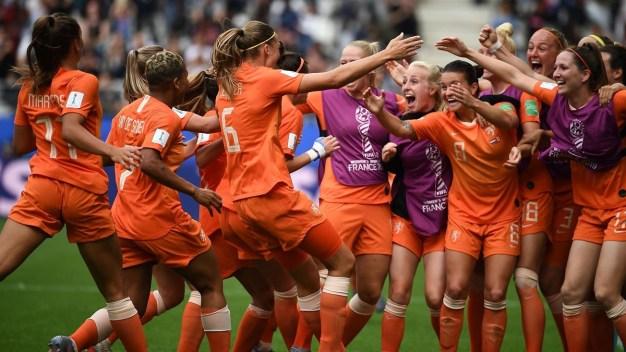 Locura holandesa tras el segundo gol ante Canadá