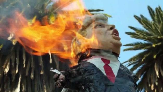 Queman figura de Trump en aniversario presidencial