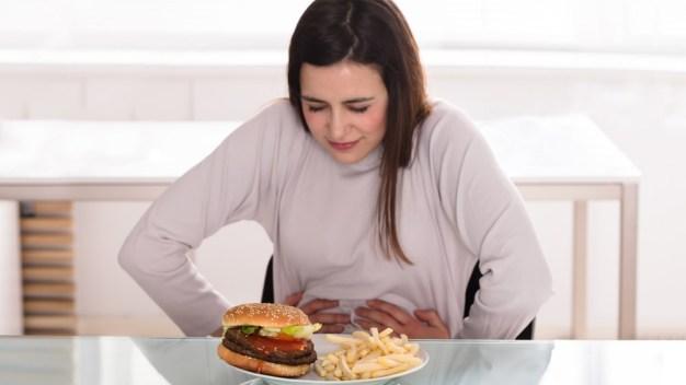 """Cómo influye la comida """"chatarra"""" en futuras madres"""