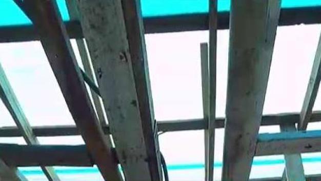 Hermanas piden ayuda para reparar su techo
