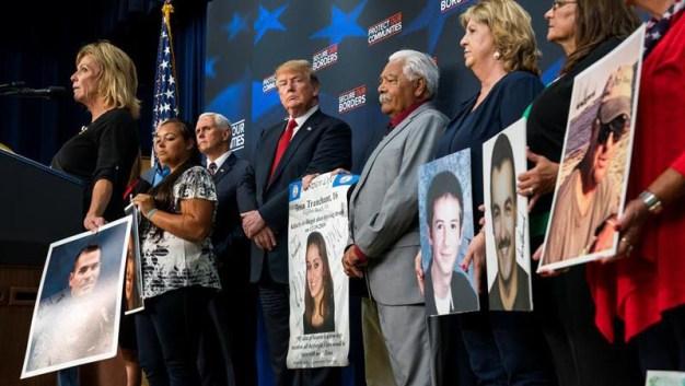 Trump consuela a víctimas de crímenes de inmigrantes