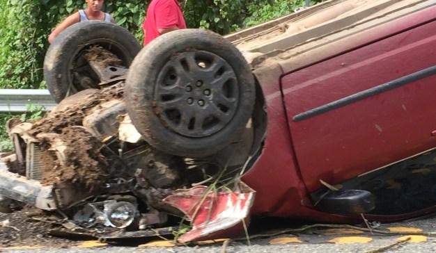 Un herido tras volcarse auto en la PR-10