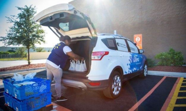 Ford y Walmart aliados para envíos en autos sin chofer