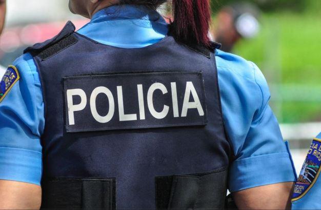 Atrapan a hombre con tablilla e identificación policiaca falsa