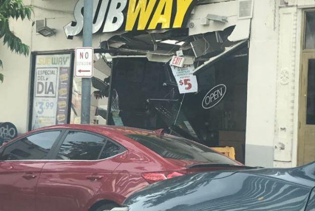 Destrozan entrada de un Subway en Santurce