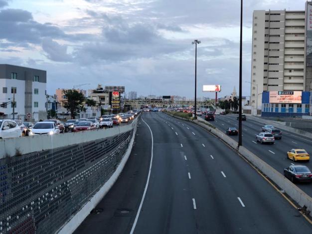 Fotos: cierran tramo del expreso Baldorioty de Castro