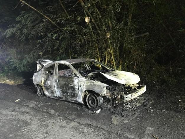 Encuentran cuerpo dentro de auto quemado en Caguas