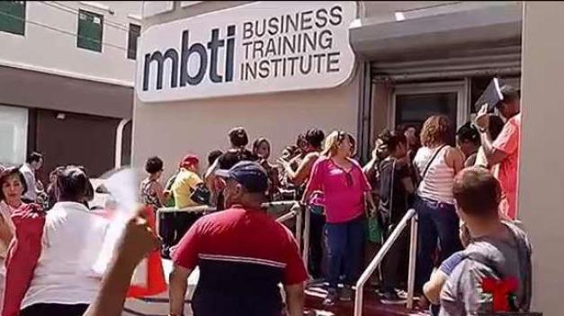 Gritos y reclamos de estudiantes de MBTI por cierre inesperado