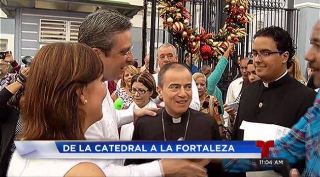 Gobernador llega tarde a misa de aguinaldo
