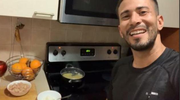 Tommy vuelve a inventar en la cocina