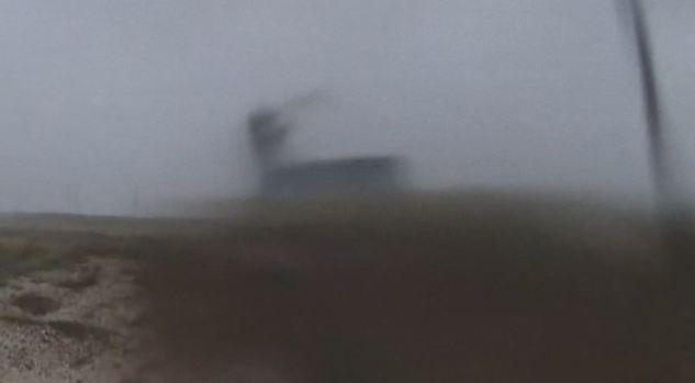 [TLMD - MIA] Mira el momento en que Harvey destroza una casa en Texas
