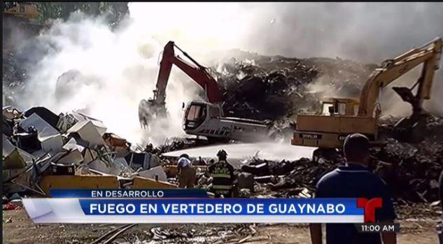 Intentan sofocar incendio en vertedero de Guaynabo