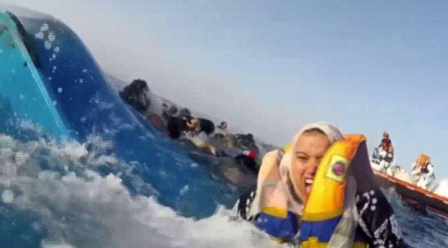En video: dramático rescate de inmigrantes en alta mar