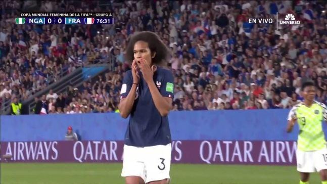 Wendie Renard desperdicia un penal para Francia