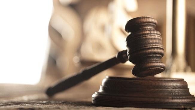 Acuerda retirar la demanda por hostigamiento contra hijo de O'Neill