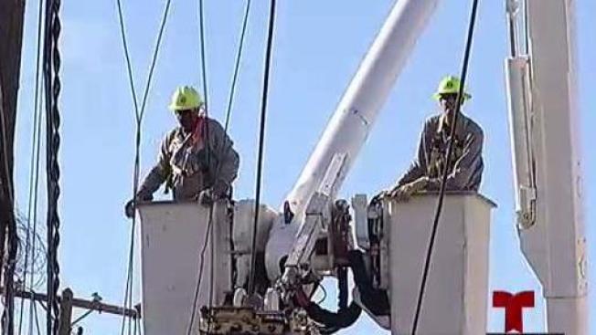 AEE restablece servicio de luz en varias áreas de San Juan