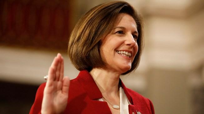 Toma posesión la primera senadora latina de Estados Unidos