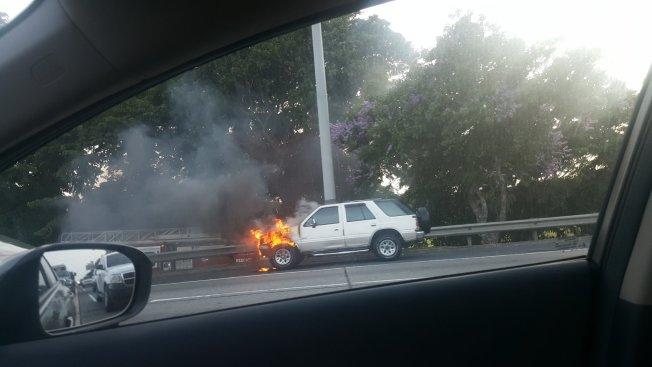 Carro incendiado provoca tapón en el expreso PR-52