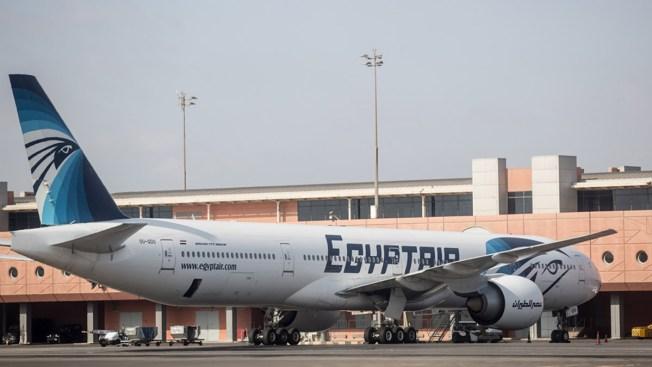 AP: restos de avión de EgyptAir sugieren explosión
